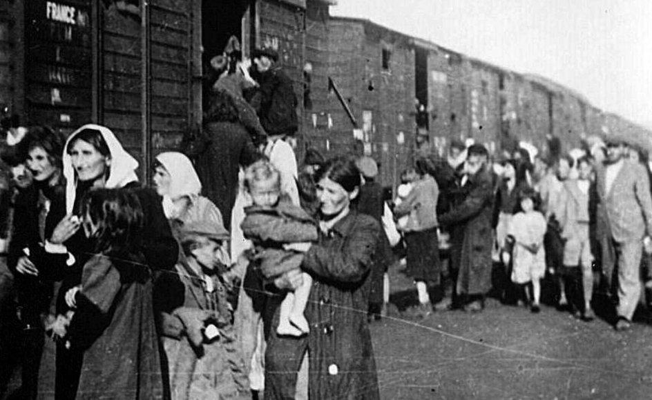 Ligesom for de andre tilintetgørelseslejre gælder det for Treblinka, at der ikke findes et præcist tal for antal myrdede, hvoraf nogle ses på dette billede ved ankomsten til lejren, men tallet er anslået til mindst 870.000. --