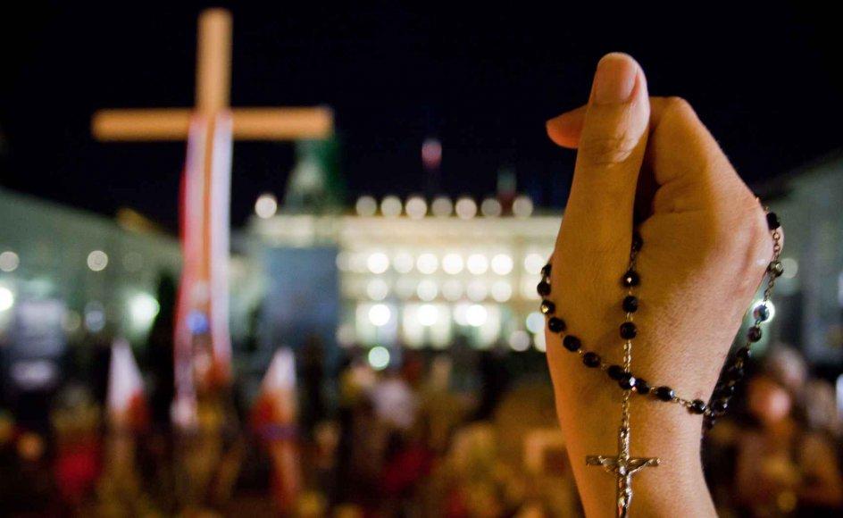 Siden april har dette kors foran præsidentpaladset i Warszawa været det mest debatterede politiske emne i Polen. I torsdags blev korset fjernet. --