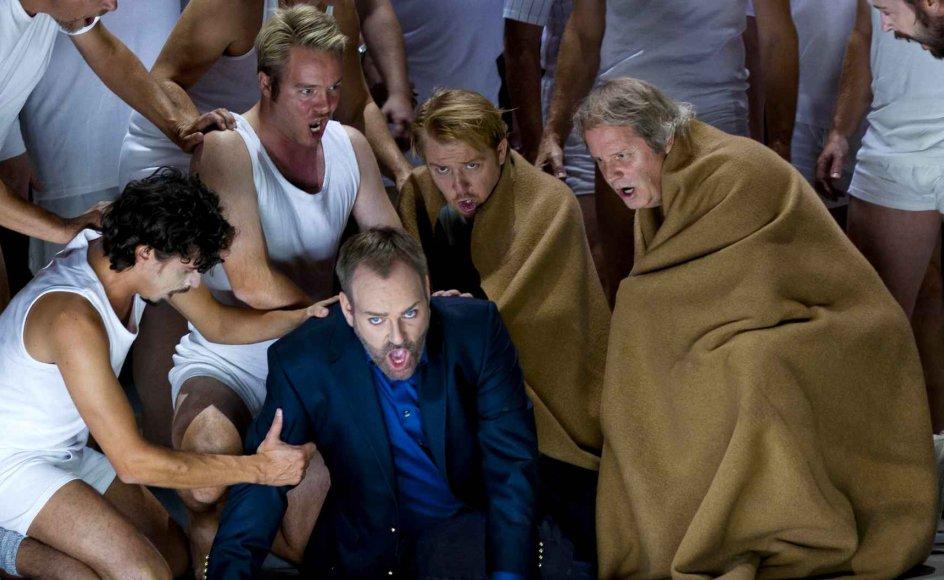 """""""Nabucco"""" handler om den babylonske konge af samme navn og alle hans barske genvordigheder med både sit eget storhedsvanvid over for Gud, sine børn, forrædere og kampen mod jøderne."""