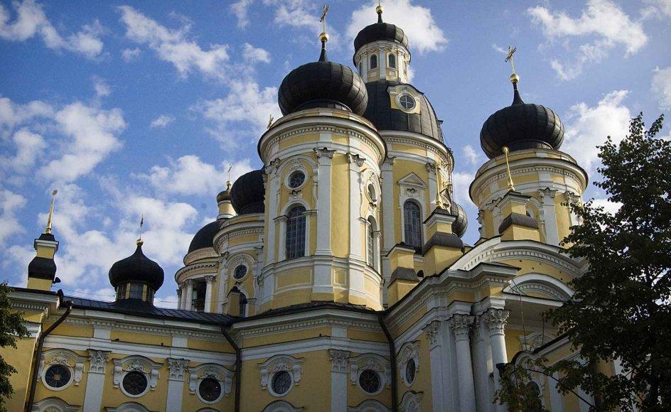 Skt. Vladimir-katedralen i Sankt Petersborg blev bygget i 1769, og er i dag en af de meste populære kirker i byen