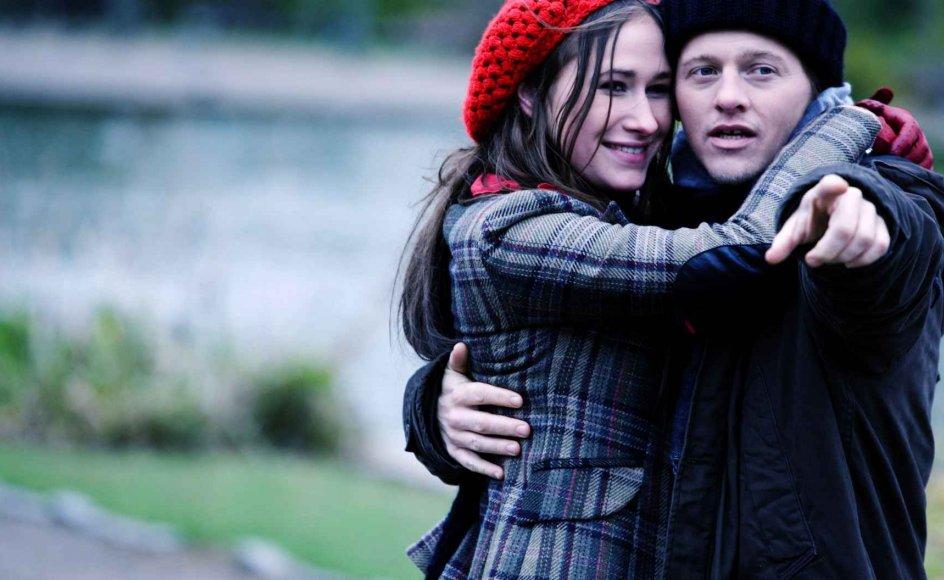Filmen fortæller historien om Mads (Thure Lindhardt), der forlader sin kæreste og møder 19-årige Julie (Rosalinde Mynster). --