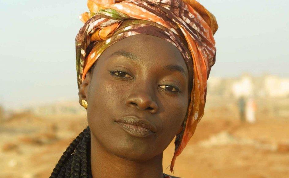 Filmen udspiller sig blandt andet i Haiti, Senegal og Laos, og vi følger forskellige kvinder i deres erotiske udstråling. --