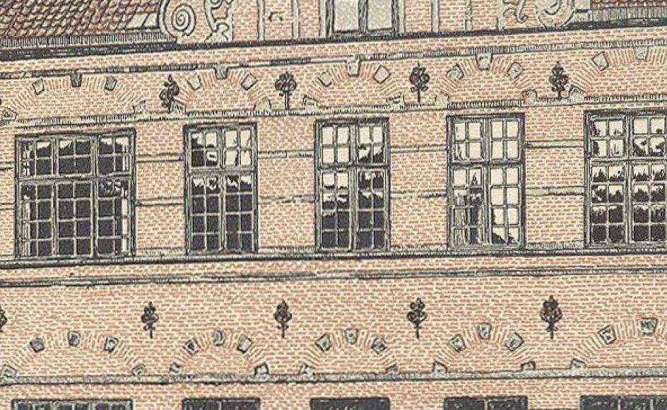 Den 4. marts 1786 dannedes Selskabet for Efterslægten. I januar 1787 startede de første 15 elever på skolen i Østergade, som ses på billedet. Her ligger Illum i dag. Derefter fik skolen adresse på Frederiksberg, og siden 1940 har den ligget ved Bellahøj. Digteren Adam Oehlenschläger og Jørgen Jürgen-sen, den danske grundlægger af kronprinsesse Marys hjemby, Hobart på Tasmanien, har begge gået på skolen.