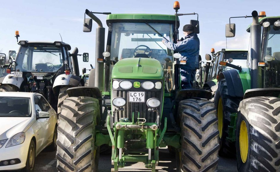 Hundredvis af traktorer fik en p-bøde sat i forruden, da de ikke havde nogen p-skive.