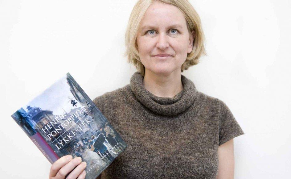 """""""Det, der griber mig, er det, der minder mig om, hvad det vil sige at være menneske, og hvor komplekst det er,"""" siger forfatteren Ida Jessen om sin yndlingsbog, """"Lykke-Per""""."""