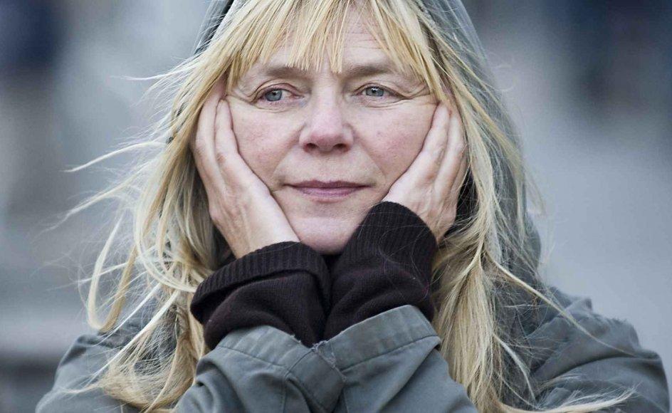 """Den norske forfatter Marit Tusvik har tilegnet sin nye bog, """"Dejlig er jorden"""", til barnebarnet Ask. Hun vil gerne give ham historien om hans mormors liv, så han kan høre om alt det, hun oplevede som barn ved Sognefjorden i det vestlige Norge."""