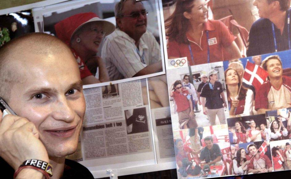 Christian Stadil ved siden af en æg med fotos af de kongelige iklædt tøj fra Hummel.