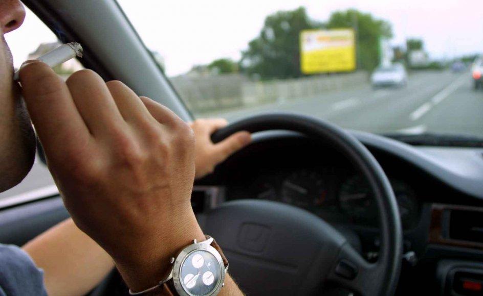 Røgfyldte biler er farligere end tilrøgede værtshuse, mener den britiske lægeforening