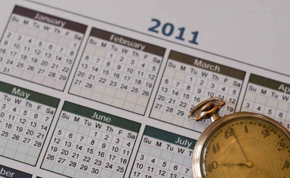 Den vestlige kalender og tidsregning er godt på vej til at blive global. Nødvendigt, hvis muslimer, buddhister og hinduister vil markere sig i medie-verdenen og forretningslivet, siger forskere