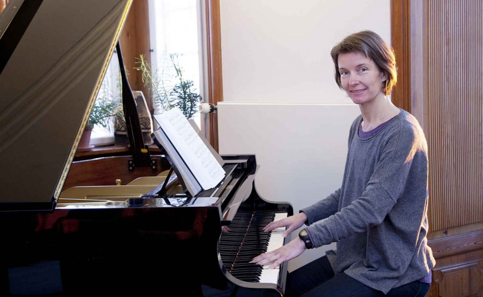 Hanne Mette Ochsner Ridder har selv arbejdet som musikterapeut på plejehjem, men forsker nu i, hvordan man bruger musikken til at højne livskvaliteten for demente plejehjemsbeboere. –