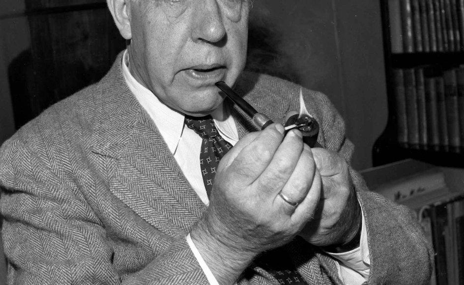 Efter Anden Verdenskrig gjorde Niels Bohr en ihærdig indsats ved at kæmpe for nedrustning, men han måtte leve med de moralske tømmermænd som følge af, at han indirekte hjalp med at dræbe flere hundrede tusinde mennesker. –