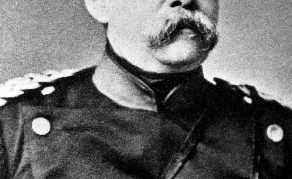 Den preussiske statsmand Otto von Bismarck reciterer digte og sange, og han giver sin søn gode råd på optagelsen. –
