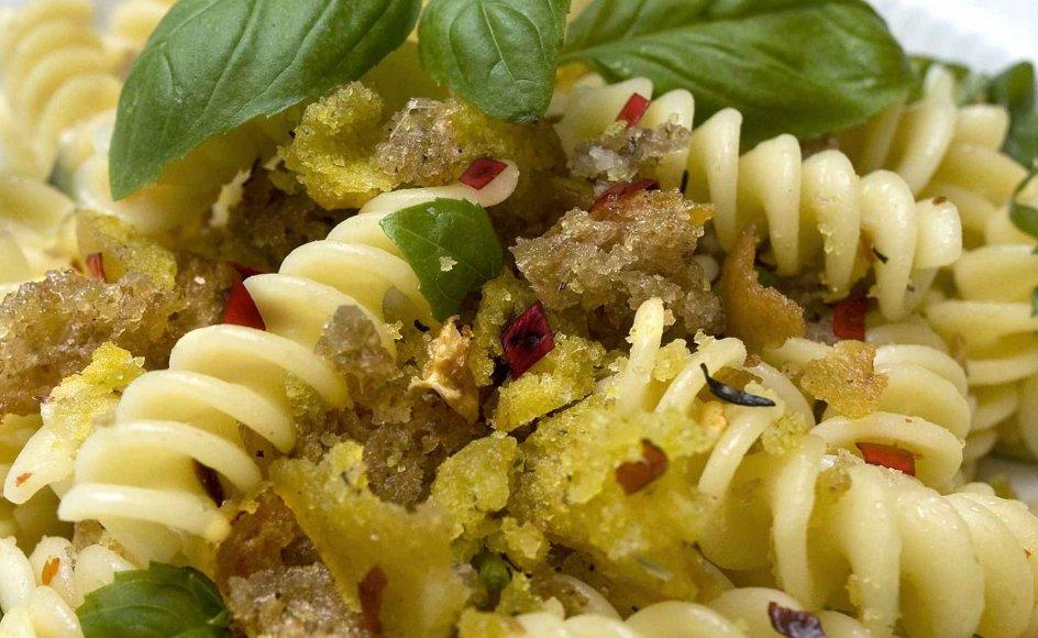 Pangrattatoen stammer fra Apulien i Italien, der er en af landets fattigste regioner, og hvor man udnyttede alt i spisekammeret for at holde sulten fra døren.