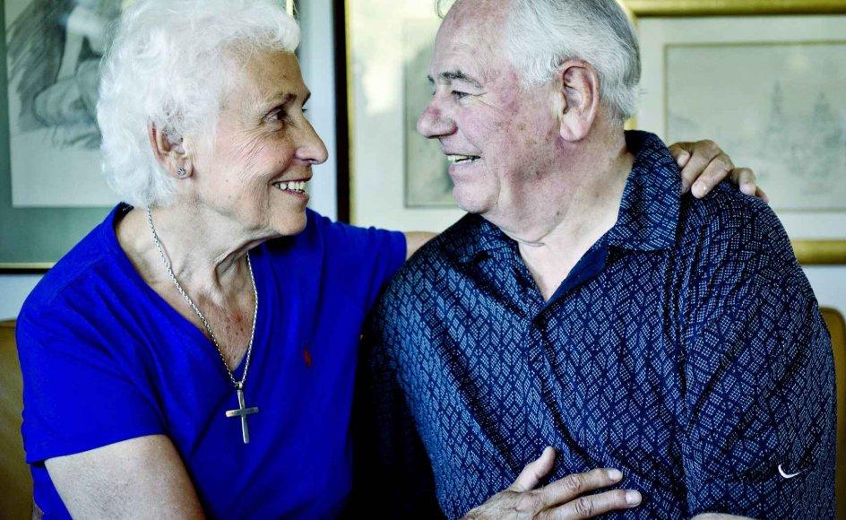 René og Ruth Hartzner har netop holdt smaragdbryllup efter 55 års ægteskab. Rent videnskabeligt er det en gåde for hjerneforskerne, hvordan man i så mange år kan bevare kærligheden. Men ifølge ægteparret udvikler kærligheden sig hele tiden og er bestemt ikke blevet mindre med tiden.