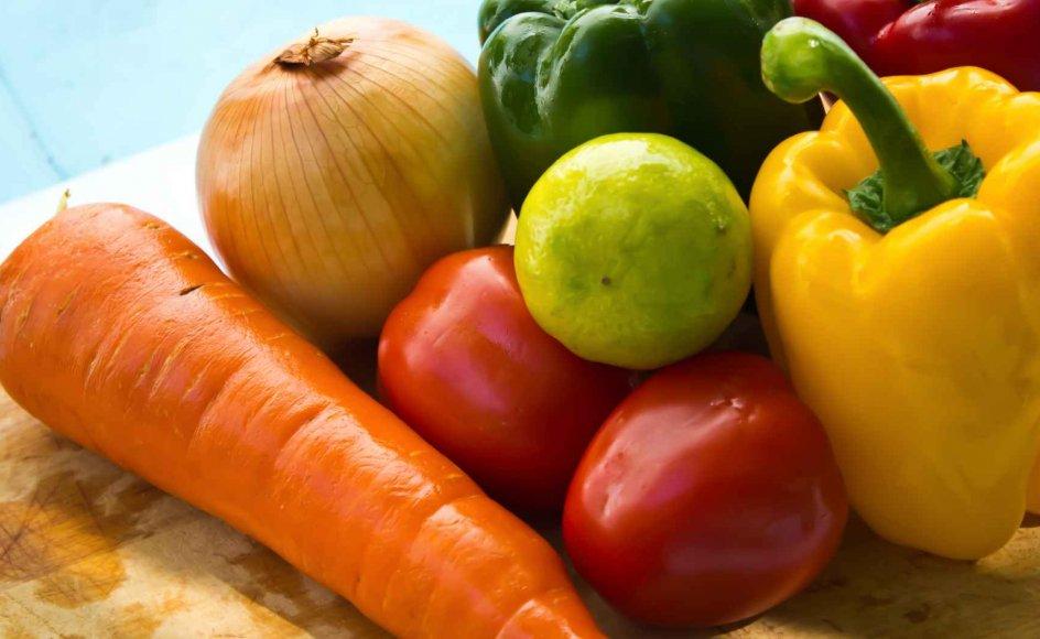 """""""Inderst inde ved vi jo godt, at sundhed handler om andet end grøn salat og en tur i fitness-centret"""", siger Lotte Hvas, praktiserende læge og medlem af Det Etiske Råd."""