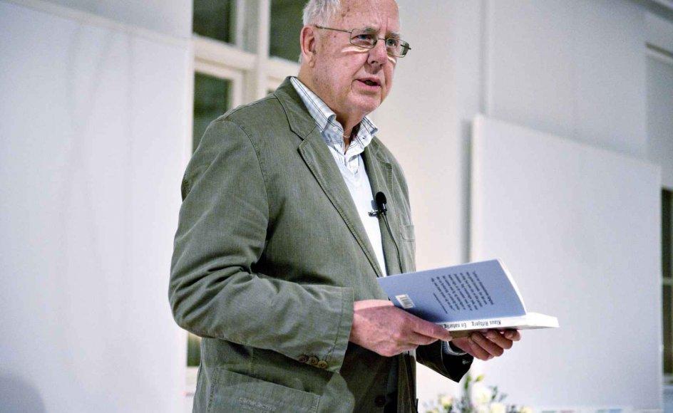 """Den 5. september åbner Klaus Rifbjerg en ny sæson af """"Poesi på en torsdag"""" i Holstebro. Her læser han op under en kulturfestival i København. –"""