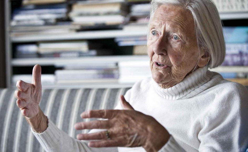 I mange år orkede Lis Mellemgaard hverken at tale eller læse om krigen. Men sådan er det ikke længere: I år var hun hovedtaler i Mindelunden den 4. maj. Og stribevis af titler bag hende på reolen og i stakke på stuebordet vidner om,at hun er opdateret på nye udgivelser om besættelsen.