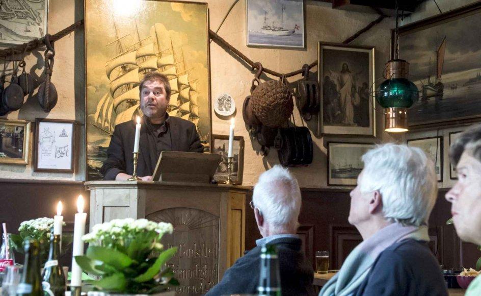 På øl- og vinstuen Falderebet i Kolding arrangerer Vivi W. Andersen hver tirsdag oplæsning. Alle må læse op, og der er frit valg af litteratur – så længe det er lødigt. –