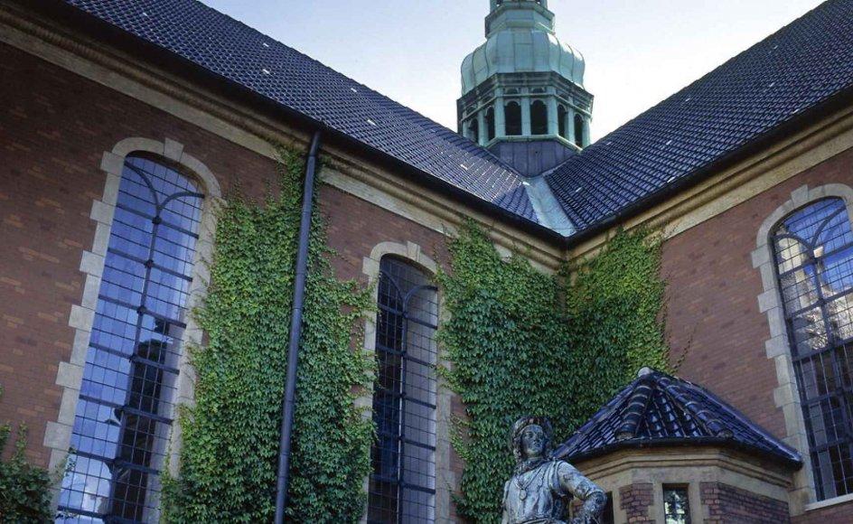 Statue af Tordenskjold foran Holmens Kirke i København, hvor Universitetskoret Lille Muko holder julekoncert.