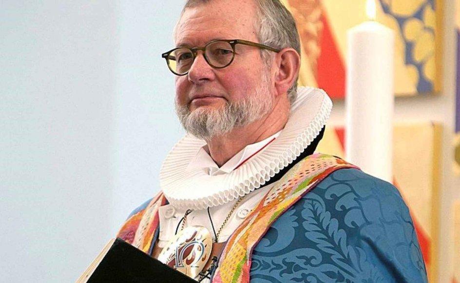 Her ses biskop Karsten Nissen, som ikke mener, at det skal være lovligt for homoseksuelle at blive viet i folkekirken.