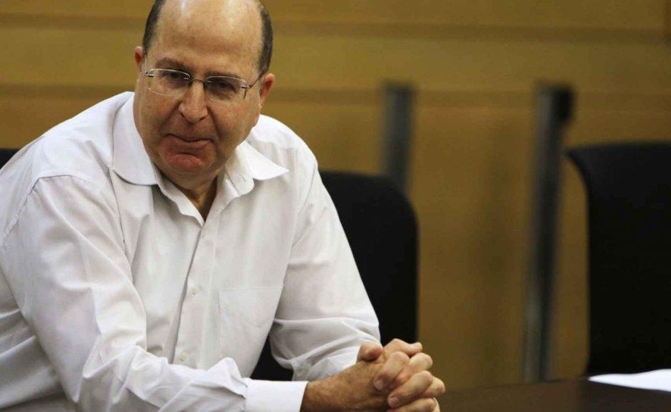 Den tidligere general og højrepolitiker Moshe Yaalon er udnævnt til ny forsvarsminister i Israel. Yaalon er 62 år gammel og næstformand i premierminister Benjamin Netanyahus højreorienterede Likud-Beitenu-parti. - -Moshe Yaalon attends a Likud-Beiteinu pa