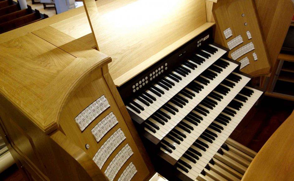 I november sidste år blev Jerusalemskirkens nye spillebord trukket og skubbet op til orgelpulpituret ad en slidske. –