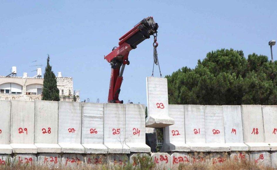 Muren mellem Jerusalem og Beit Jala, som den så ud i 2010. Israel vil i dag udvide muren ind på palæstinensisk område, men møder modstand.