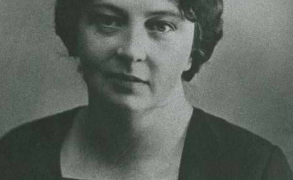 """""""""""Nu takker jeg Gud både forlæns og baglæns for Nobelprisen"""""""", sagde Sigrid Undset, da hun modtog Nobelprisen i 1928 for sine middelalderromaner. Prisen på 156.000 kroner forærede hun bort. -- Foto: Arkiv."""