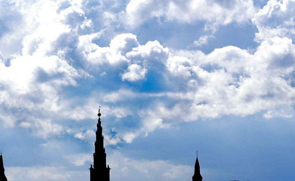 Menighedsrådet ved Vor Frue Kirke - Københavns Domkirke, som man her ser tårnet af - kritiserer Kirkeministeriet. Foto: Scanpix.