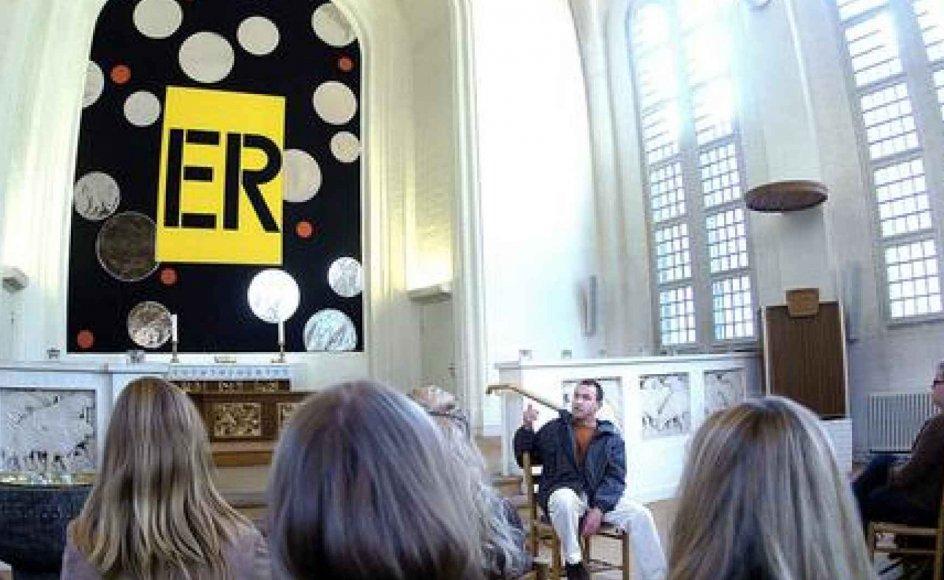 Er det kirkekunst? Spørgsmålet blev heftigt debatteret, da gymnasieelever så kunstneren Mikael Thejlls alternative altertavle. (Foto: Leif Tuxen)