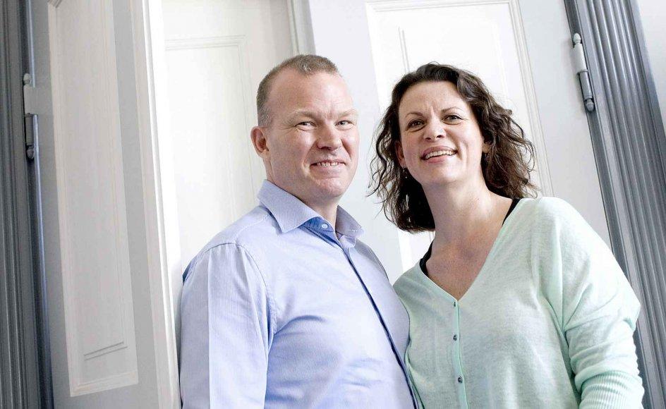 Christa og Peter Herum forlader Danmark for de næste fire år at have base i Dhaka i Bangladesh. De vil gøre det, som de brænder for. Her er de fotograferet på vej ind i Danmissions gamle bestyrelseslokale i Hellerup. I morgen er der udsendelsesguds-tjeneste for parret og deres søn.