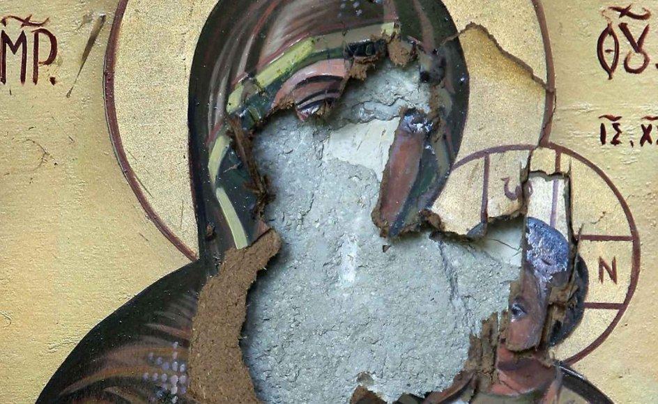 Ødelagt ikon af Jomfru Maria og Jesusbarnet i Syrien
