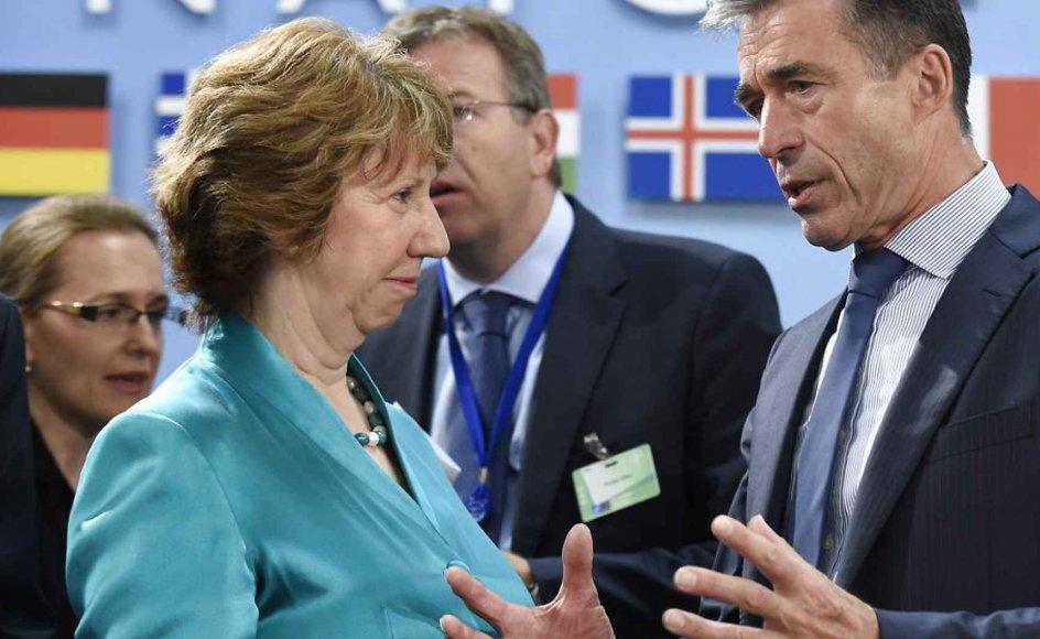 Britiske Catherine Ashton, her sammen med Anders Fogh Rasmussen i sidste uge, er klar i mælet i svar til SF's Margrethe Auken og Holger K. Nielsen angående EU's fremtidige samarbejde med Israel.
