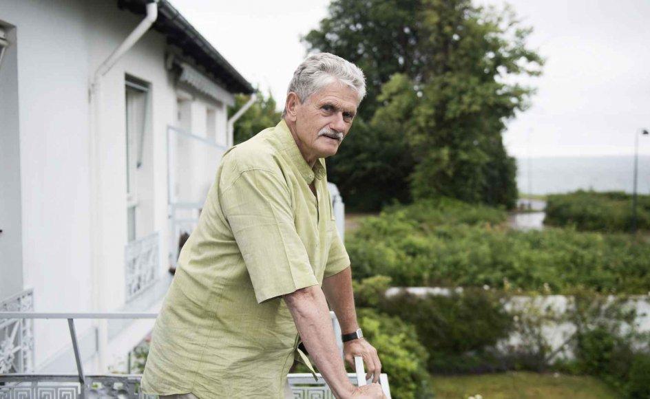 På førstesalen i huset i Taarbæk har Mogens Lykketoft en forrygende udsigt over Øresund. Her står han ofte og skuer ud over vandet og lader tankerne fare.
