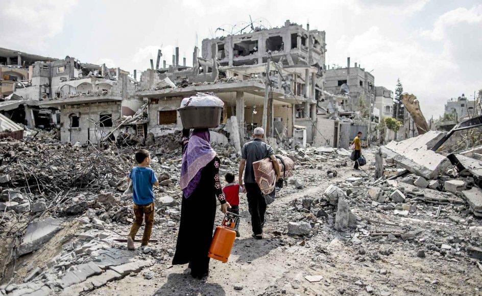 Flere end 10.000 huse er blevet ødelagt under bombardementerne i Gaza, og deres indbyggere gjort hjemløse. En 72 timer lang våbenhvile, der trådte i kraft i går morges klokken syv, så i aftes ud til at holde.