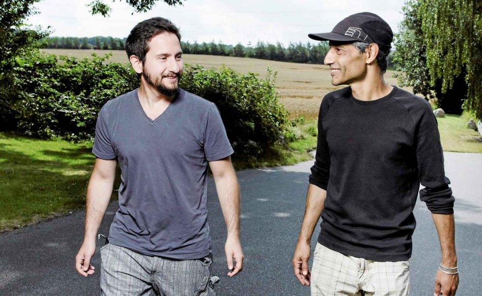 Yossi Karutchi (til højre) er jøde, og Orhan Turan er muslim, og sammen med kristne Søren Bigum udgør de bandet Hudna, der er skabt ud fra en idé om at tage det bedste fra alle tre bandmedlemmers musikalske tradition og smelte det sammen til en ny slags musik.