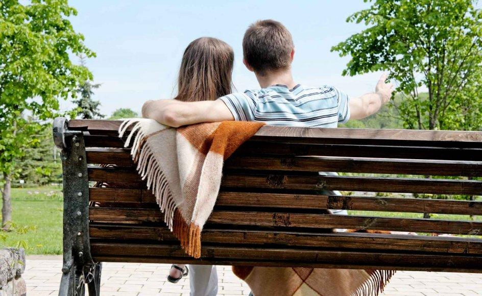 """Selvom det i dag er blevet almindeligt at finde en kæreste via datingsider på internettet, er der stadig en forestilling om, at det er bedre at møde den store kærlighed tilfældigt - at """"lynet slår ned"""". -"""