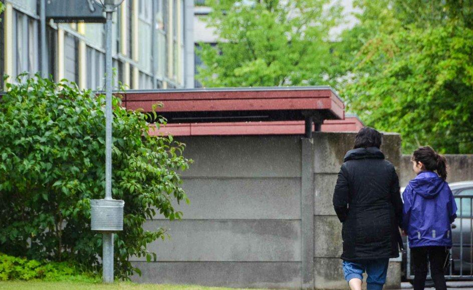 Halvdelen af skilsmissebørnene med etnisk minoritetsbaggrund lever under OECD's fattigdomsgrænse og mange har voldsomme oplevelser med i bagagen. Det skal understreges, at pigen på dette billede er model, og fotoet er venligst udlånt af SFI. Fotograf: Sally Liversage