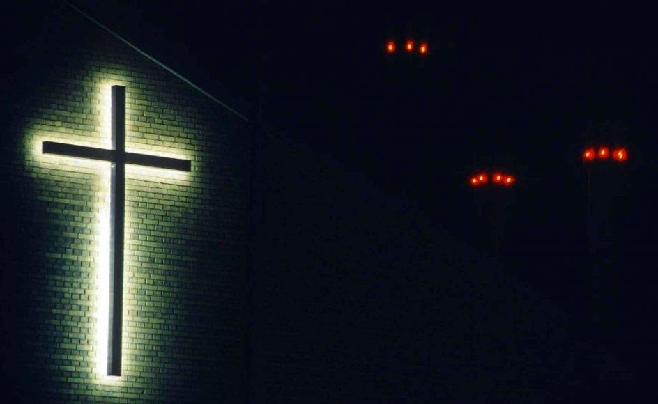 De kristne kirker tages som gidsler i regeringens korstog mod ekstrem islamisme, mener Tonny Jacobsen
