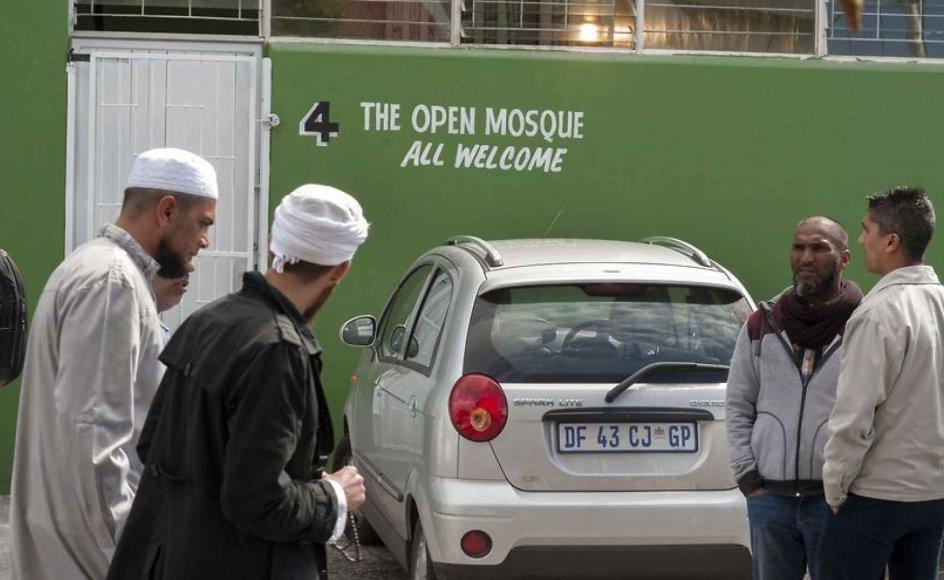 """""""Åben moské"""", som både er for homoseksuelle og mennesker med en anden religion end islam, åbnede sidste fredag under protester og efter trusler mod moskéens grundlægger. Nu er den lukket."""
