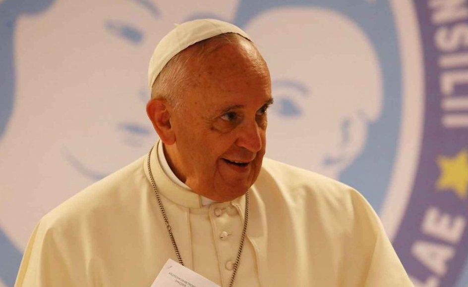 Pave Frans har antydet, at han er åben for forandring i den katolske kirkes syn på ægteskabet, og tidligere på måneden viede han 20 par i Peterskirken, hvoraf nogle allerede levede sammen og havde fået børn.