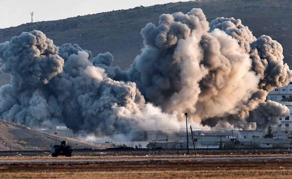 Røg fra byen Kobani, som Islamisk Stat lige nu forsøger at overtage.