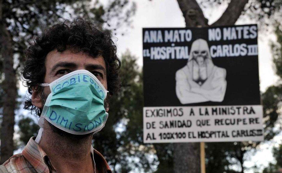 I Madrid i Spanien er der demonstrationer, der kræver at sundhedsministeren går af.