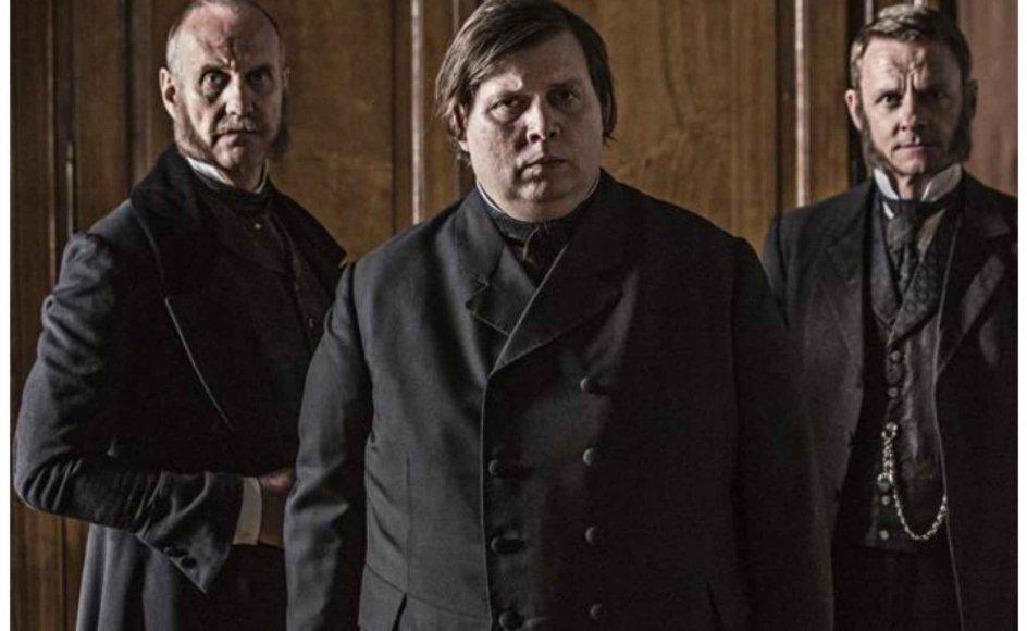 Skuespiller Nicolas Bro som biskop Monrad. Klik på pilen for at se den virkelige Monrad. -