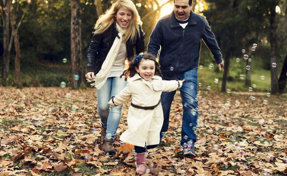 Ifølge Arne Johan Vetlesen er situationen ikke den, at samtlige forældre i den vestlige verden har meldt helt fra over for at opdrage. Men i udgangspunktet vil de voksne helst være gode, ligeværdige kammerater med børnene. Foto: Iris