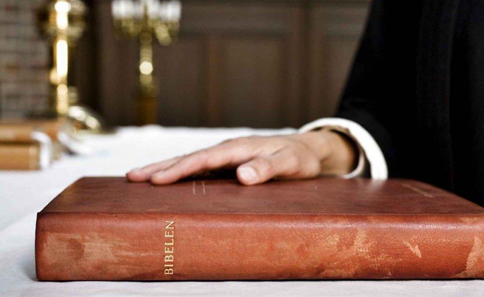 Nye oversættelser af Bibelen fremkalder næsten altid stærke følelser, skriver debattør. Foto: Scanpix