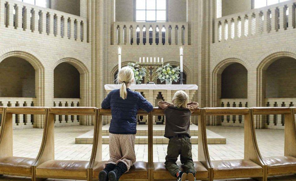 Dreng og pige beder til Gud ved alter i Grundtvigs Kirke. Grundtvigs Kirke (eller Grundtvigskirken) på Bispebjerg i København er bygget til minde om præsten, digteren og folkeopdrageren N.F.S. Grundtvig.
