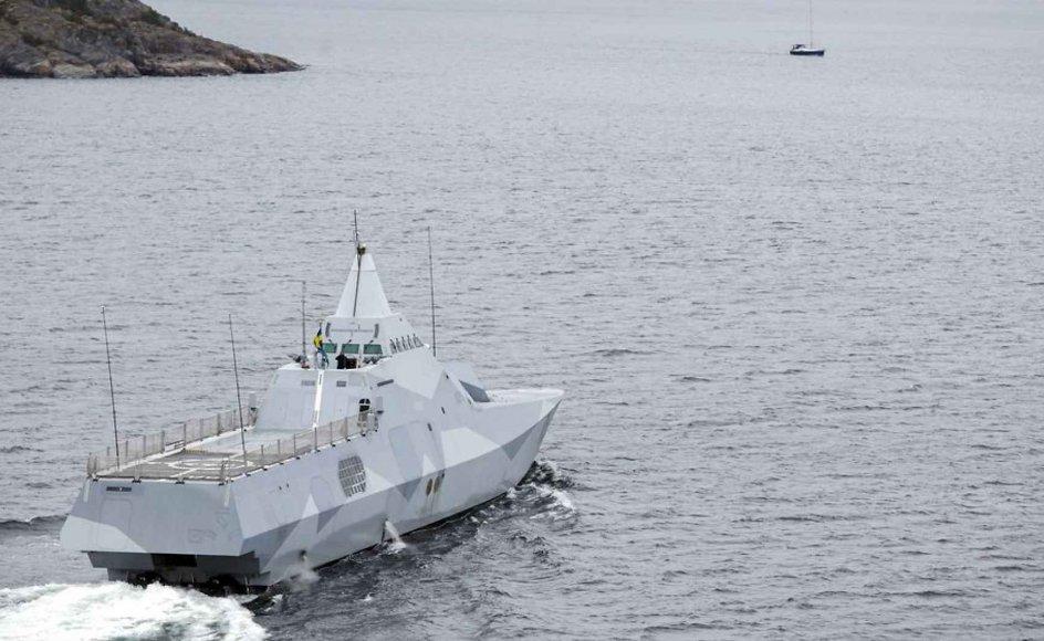 Her ses et skib fra det svenske forsvar, som undersøger svensk farvand.