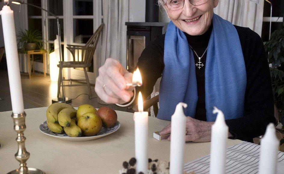 """""""Lad os tænke de tunge tanker til advent, og lad os berede os på at høre, at den store glæde for alt folket må betyde, at også jeg kan være med der,"""" siger tidligere sognepræst Lisbet Foss. -"""