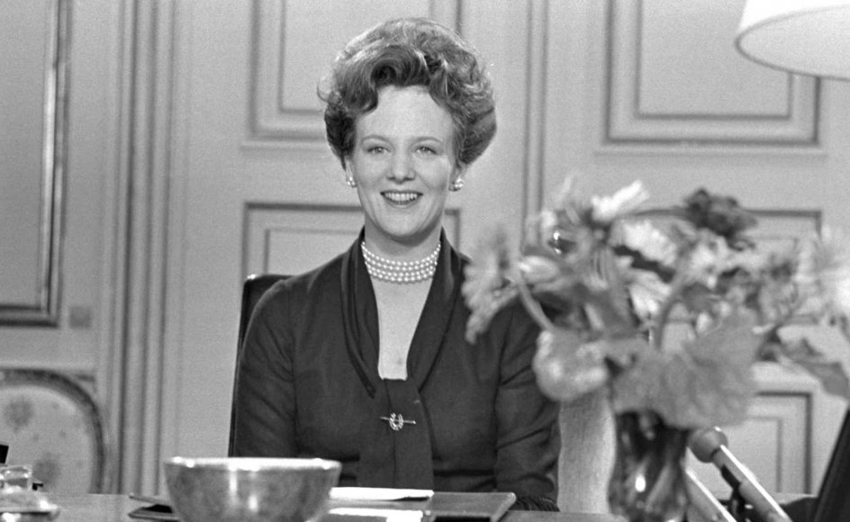 Det er noget nær verdensrekord, når næsten halvdelen af danskerne hvert år ser dronning Margrethes nytårstale. For selvom statsoverhoveder i en lang række lande ønsker deres befolkninger godt nytår, har få så trofast et publikum som den danske monark.